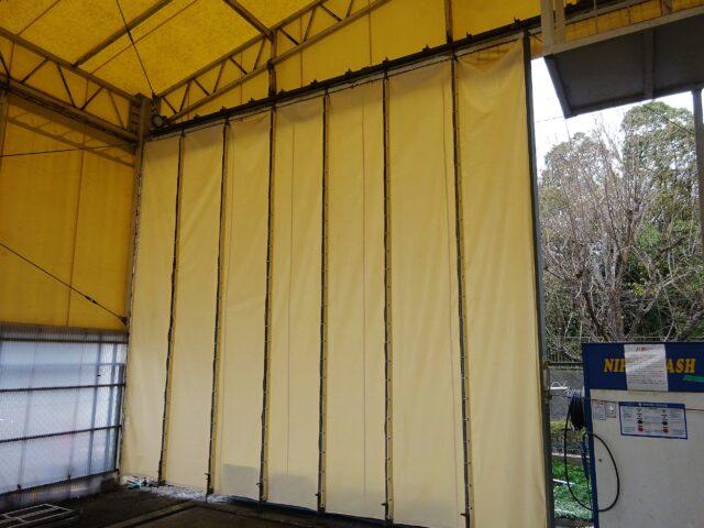 洗車場柱入りカーテン